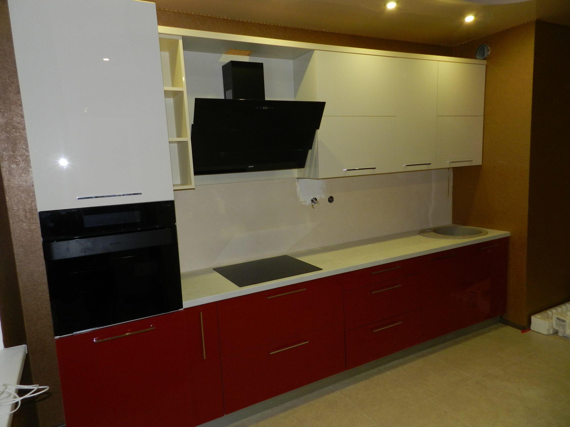 """Кухня """"Красный и кремовый акрил"""" от компании 62 кухни"""