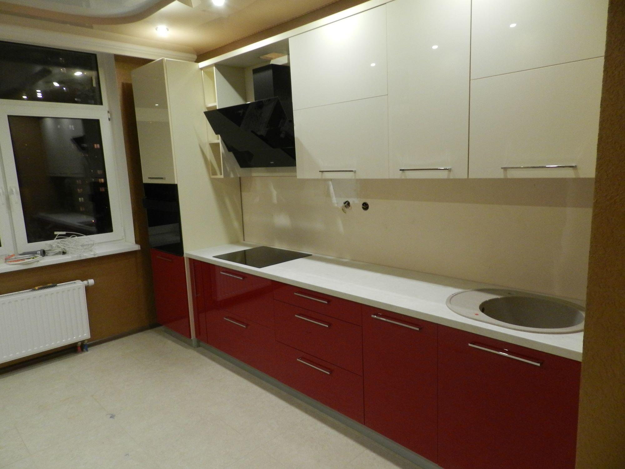 """Кухня """"Красный и кремовый акрил"""""""