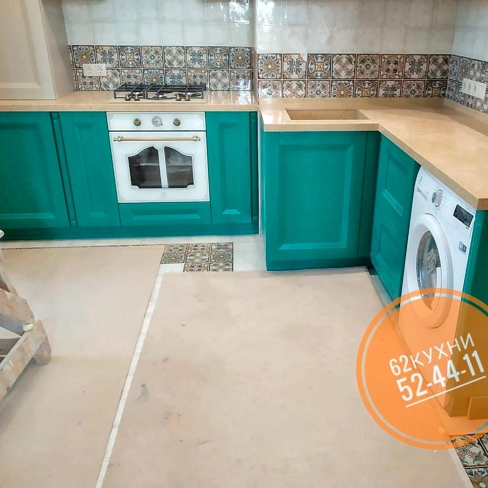 Пастельно-зеленая кухня